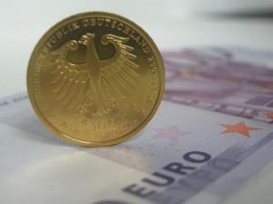 100-Euro-Goldmünze und Euro-Banknote