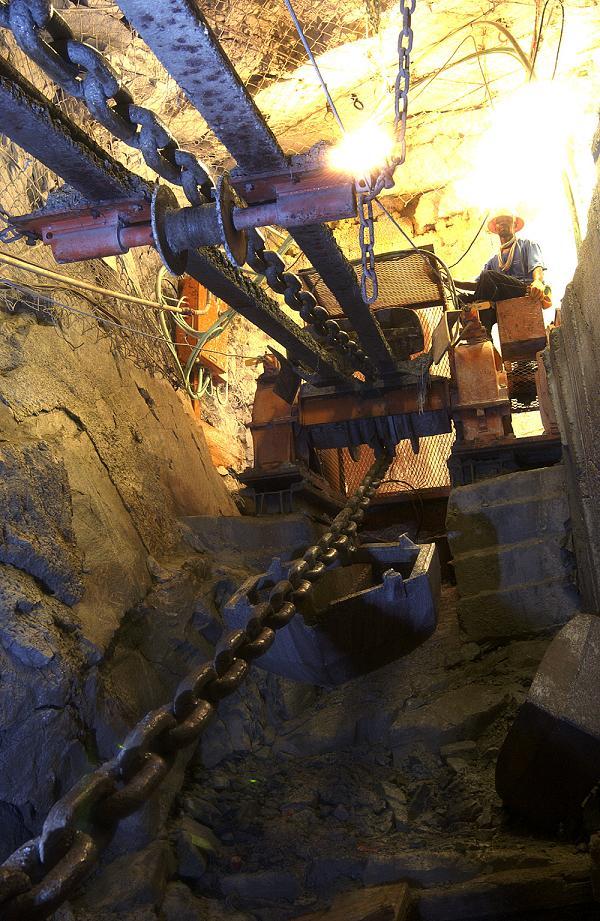 AngloGold Ashanti betreibt in Südafrika mittlerweile Minen die über 4.000 Meter in die Tiefe reichen.