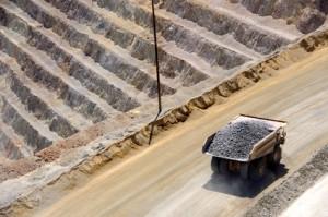 Mit dem Hedging sichern sich Bergbau-Unternehmen gegen fallende Goldpreise ab.