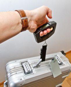 Koffer wiegen. Handgepäck