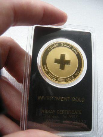 swiss-gold-bar-hand