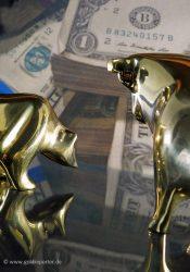 Gold, Dollar (Foto: Goldreporter)