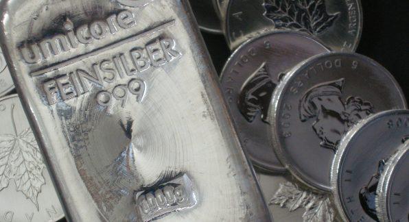 Silbermünzen, Goldmünzen, Silberbarren (Foto: Goldreporter).